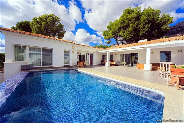 Stock Foto Luxury villa in Spain with sea and mountain views