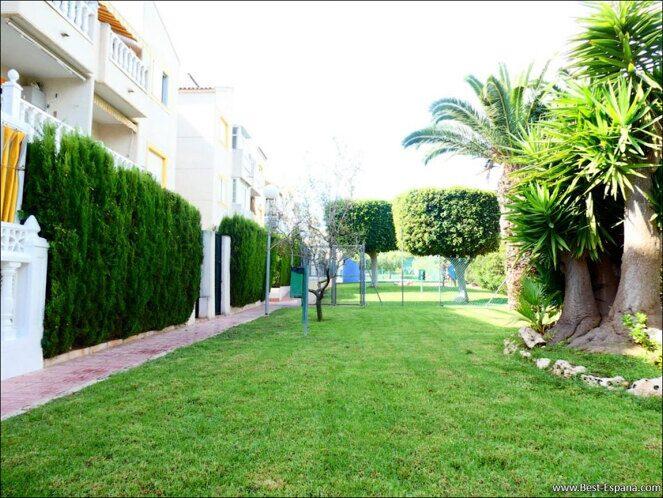 Stock Foto Gemütlicher Bungalow mit eigenem Innenhof in einer Residenz mit Pool