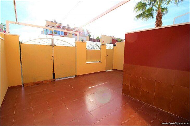 Eigentum in Spanien am Meer, Bungalow in einem Komplex mit einem Swimmingpool 45 Foto