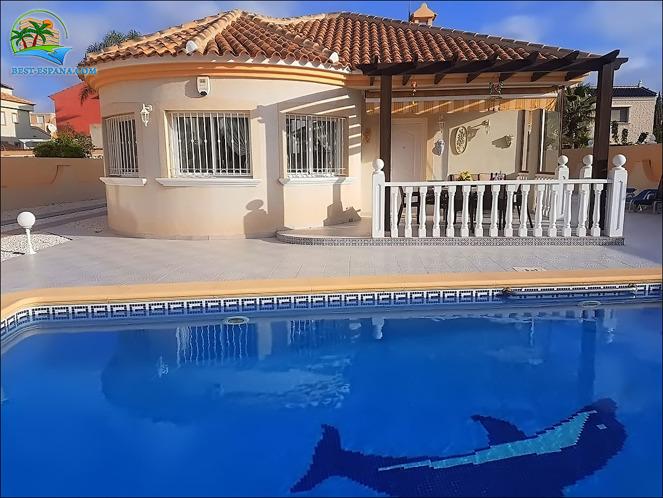 Foton Hus med pool, garage i La Zenia