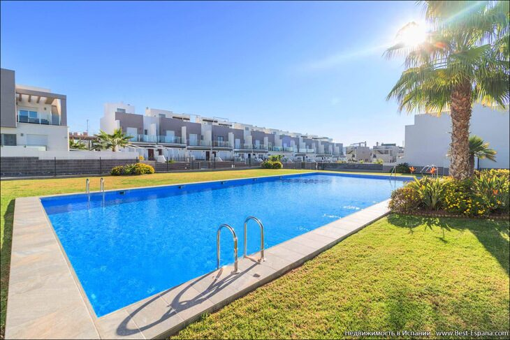 Stock Foto Fantastic townhouse overlooking the salt lakes of Torrevieja
