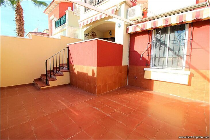 Eigentum in Spanien am Meer, Bungalow in einem Komplex mit einem Swimmingpool 44 Foto