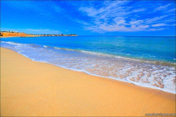 Campoamor Strand, blaue Flagge für Sauberkeit