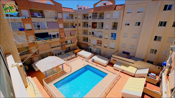 Stock Foto Låga lägenhet i Torrevieja i 250 m från stranden