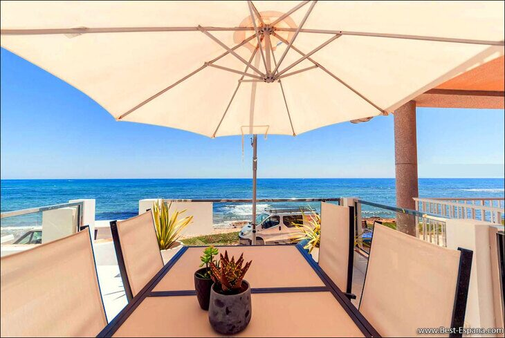 Stock Foto Magnificent house by the sea with 3 bedrooms