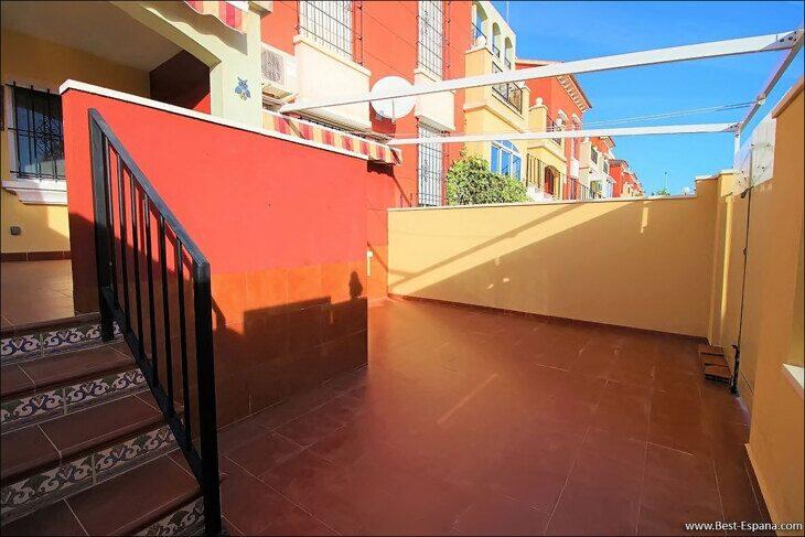 Eigentum in Spanien am Meer, Bungalow in einem Komplex mit einem Swimmingpool 42 Foto