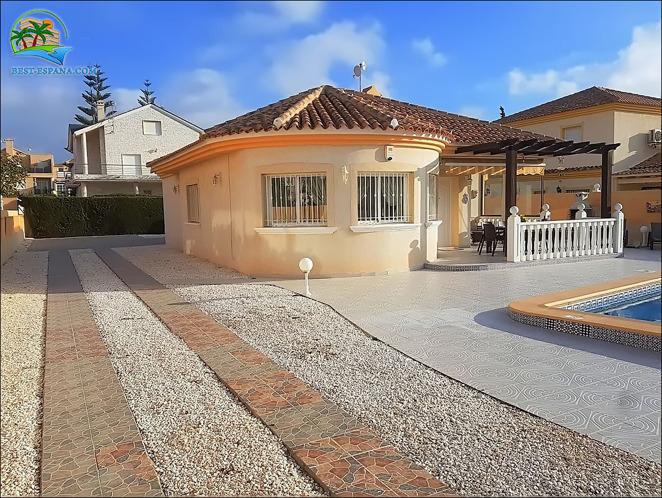 hus i Spanien vid havet 02 bild