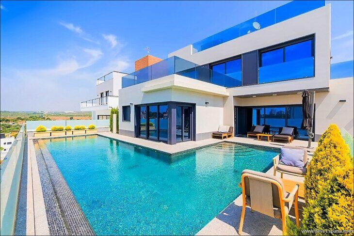 Stock Foto Luxury villa in Spain by the sea