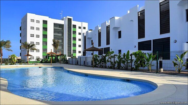 Stock Foto Apartments und Bungalows in einem neuen Gebäude am Meer