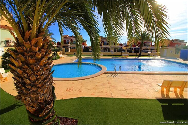 Eigentum in Spanien am Meer, Bungalow in einem Komplex mit einem Swimmingpool 31 Foto