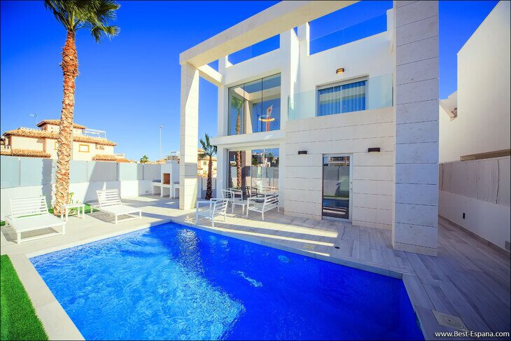 Stock Foto Luxury villa with pool in Cabo Roig