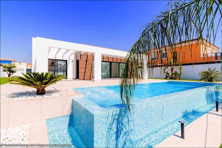 Stock Foto Luxusvilla an der spanischen Küste