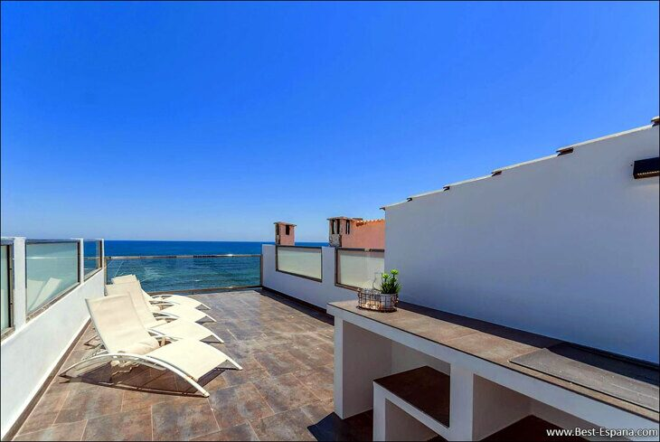 home-in-spain-on-the-sea-first-line-xnumx photography