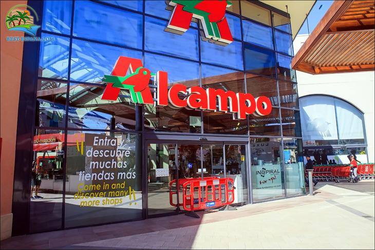 köpcentrum La Zenia Boulevard i Spanien 30 fotografering