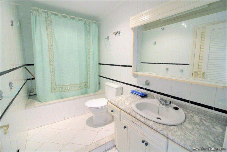 Spanien-Wohnung-mit-einer-großen-Terrasse-und-Ofen-Grill-19 Fotografie