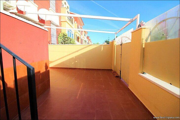 Eigentum in Spanien am Meer, Bungalow in einem Komplex mit einem Swimmingpool 41 Foto