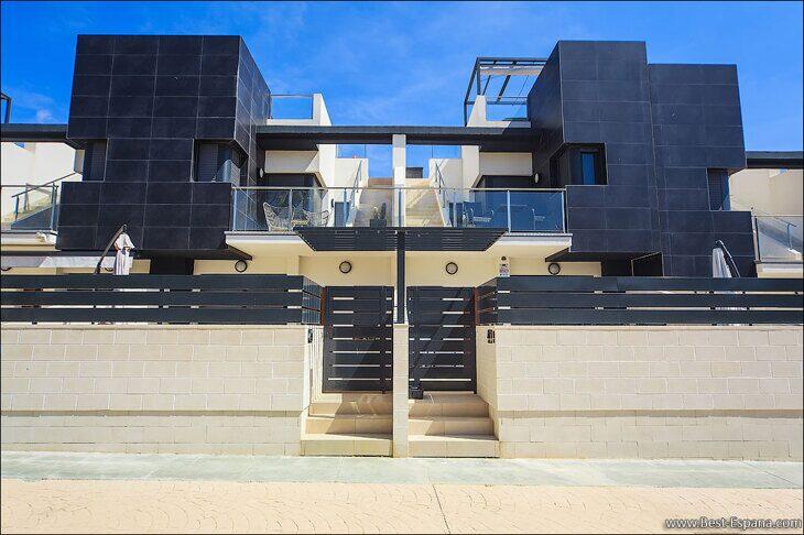 Stock Foto Modernes Stadthaus mit Garage und Solarium